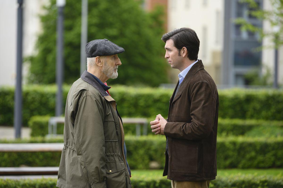 Ewan tries to get Greg to give up his job at Waystar.