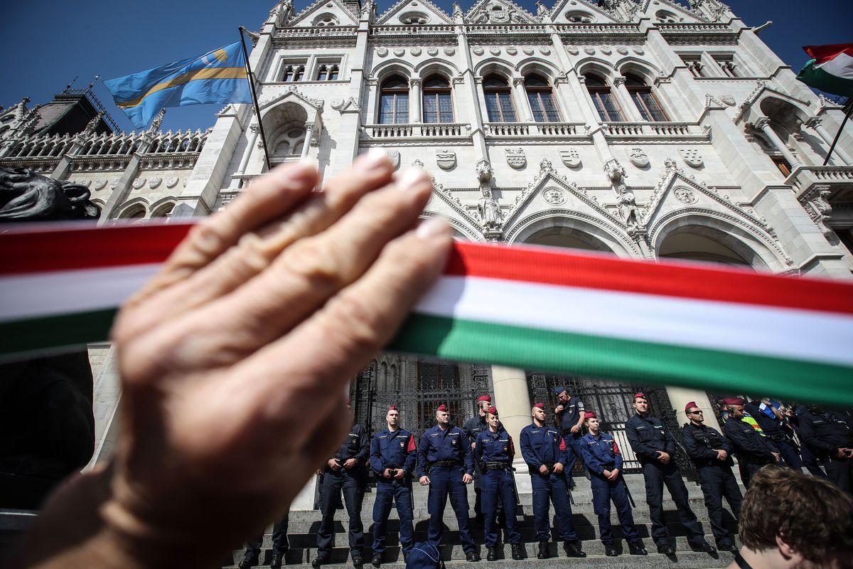 HUNGARY-POLITICS-PARLIAMENT-PROTEST