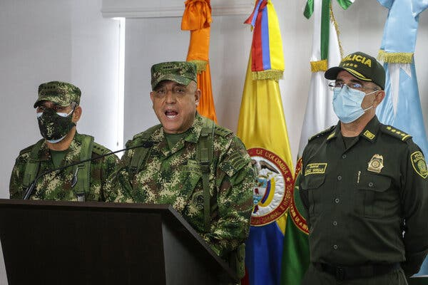 General Luis Fernando Navarro, center, the commander of the Colombian armed forces, and General Jorge Luis Vargas, right, the head of the national police, at a news conference on Friday about former Colombian soldiers accused of participating in the assassination of Haiti's president,Jovenel Moïse.